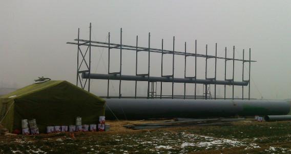 张石高速正定西附近广告塔钢结构施工中